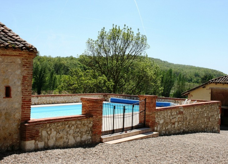 Le Farat Swimming Pool